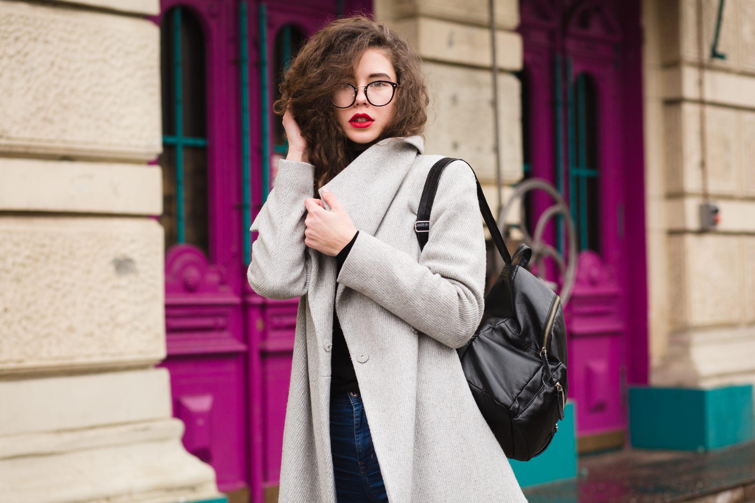 Skórzany plecaczek damski na walentynkowy prezent – sprawdź, co dla niej kupić.